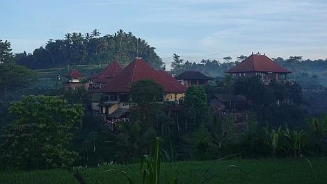 Az Ashram Bali szigetének mélyén, hajnalban - nézze meg nagyban is!