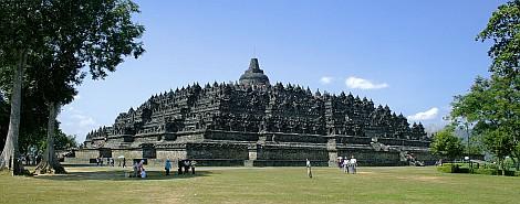 Borobudur tiszta idõben - nézze meg nagyban is!