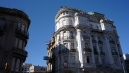 A remekül konzervált XIX. századi lakóépületek lehetnének akár Párizsban is.