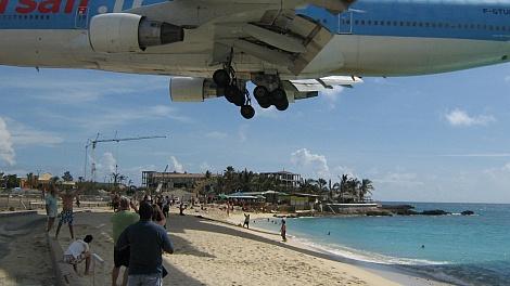 Leszállni készülõ Boeing 747-400 Szt. Martin szigetén - nézze meg nagyban is!