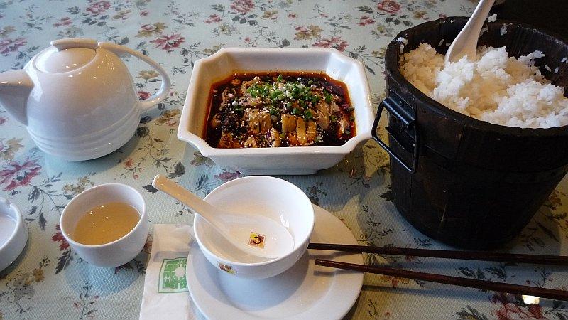 Sokízű csirke és óriásrizs, avagy első étkem szecsuáni földön