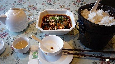 Sokízû csirke és óriásrizs, avagy elsõ étkem szecsuáni földön - nézze meg nagyban is!