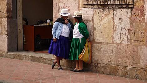 Cuencai utcakép: a fehér kalap öltöztet, Pelé pedig örökké él - nézze meg nagyban is!