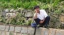 A kínai férfiak lehetetlen helyekre képesek felmászni és ott gubbasztani.