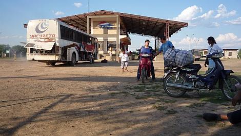 Röntgenezésre vitt peruiakra várva valahol Paraguayban - nézze meg nagyban is!