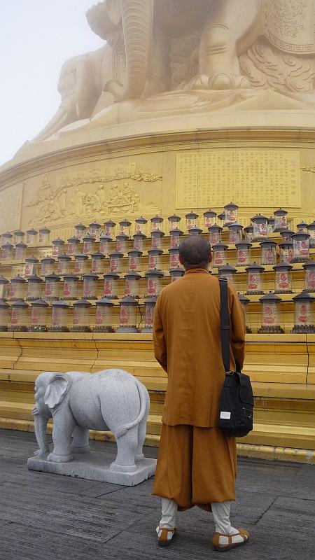 A kínai harcmûvészet gyökerei részben ennek a hegynek a kolostoraiból erednek