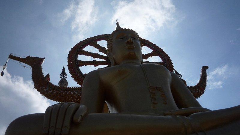 A tizenegynéhány méteres Buddha-szobor Ko Samui egyik védjegye.