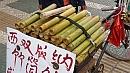 Bambuszban párolt rizses rágcsálnivaló.