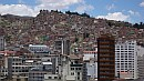 A hegyoldalba épült házak között ezernyi meredek utcácska kanyarog.
