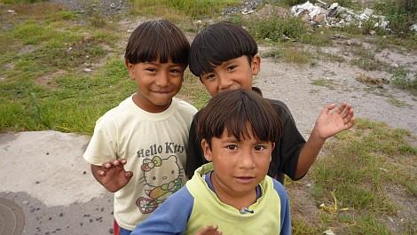 Boldog gyerekek Quito külvárosában - nézze meg nagyban is!