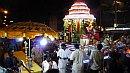 Esti vallási ceremónia Kis India egyik utcáján.